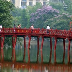 Vietnam_Hanoi_HoanKiem_Bridge