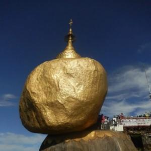 Burma_Kyaiktiyo_goldenrock2_V