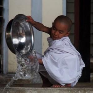 Burma_Mandalay_U Bein_novicemonk_Goldblatt