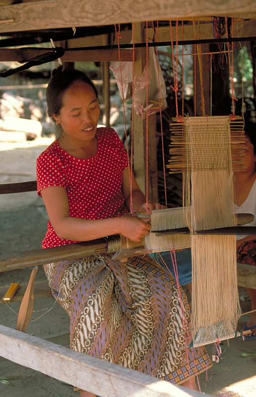 Travel to Laos: Crafts of Laos