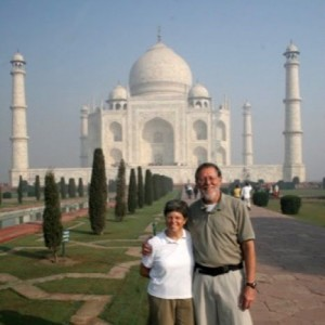 India_BillAndLorainGilesAtTajMahal