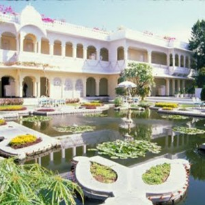 India_Udaipur_LakePalaceGardens