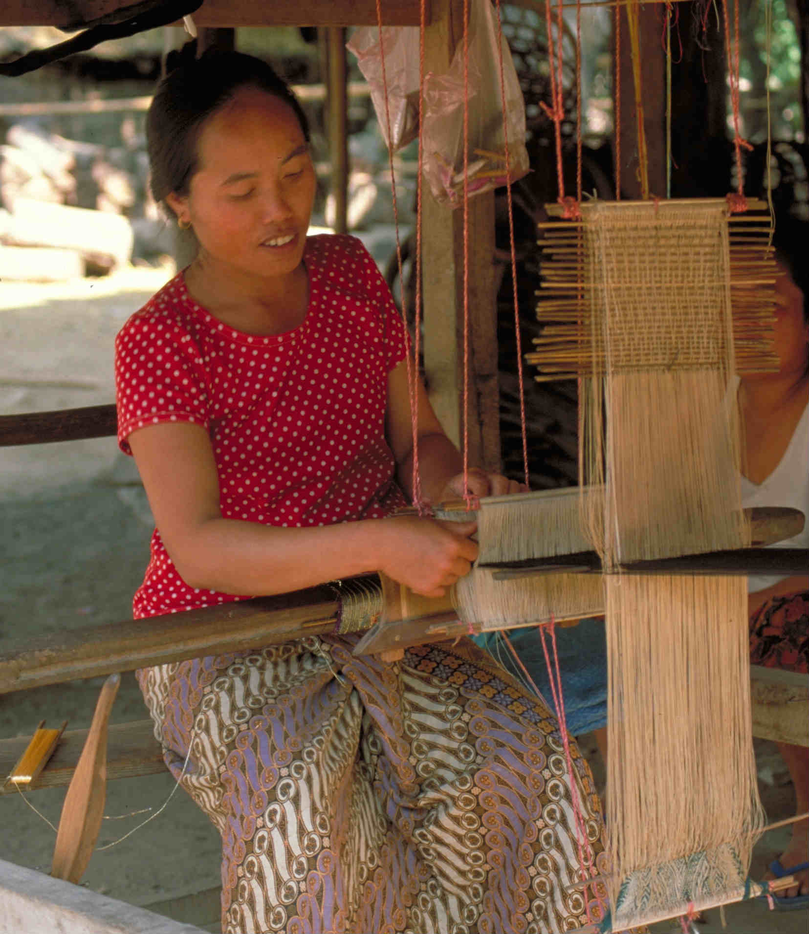 Woman weaving in Luang Prabang