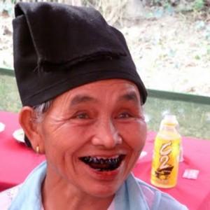 Laos_North_BlackThaiLady_neese