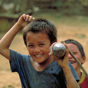 Laos_PlainofJars_KidsandBomb_V