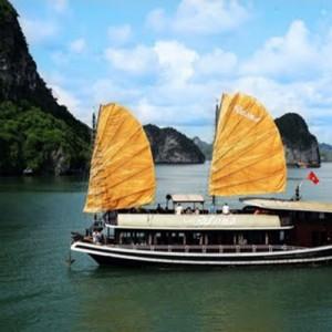 Vietnam custom tours sea canoe group lapaloma