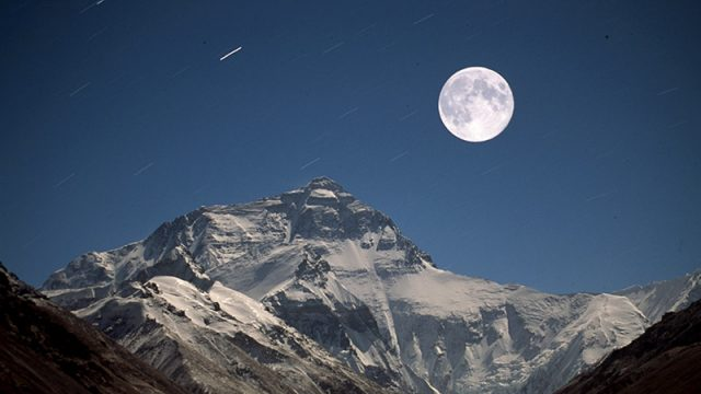 Hiking Everest Full Moon